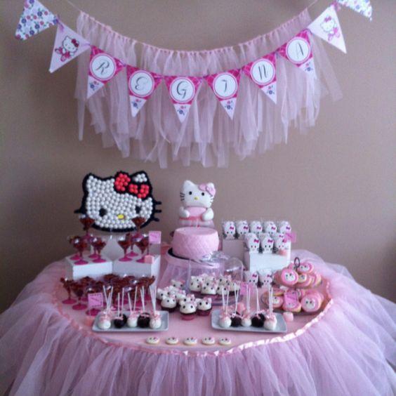 Hello kitty dessert table hello kitty party pinterest for Table exterieur hello kitty