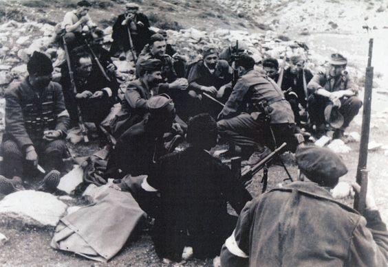 1944-xx-xx – Τάγματα Ασφαλείας + Γερμανοί αξιωματικοί – Από βιβλίο Antonio Munoz – ΤΑ2 αξ ςς δεξιοάκρο2