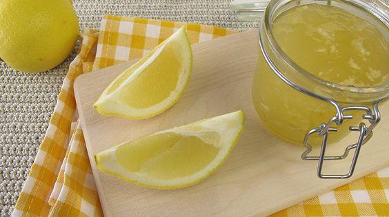 E' una ricetta delle mie parti, delle sagge nonne e zie della Murgia barese. Marmellata di limone