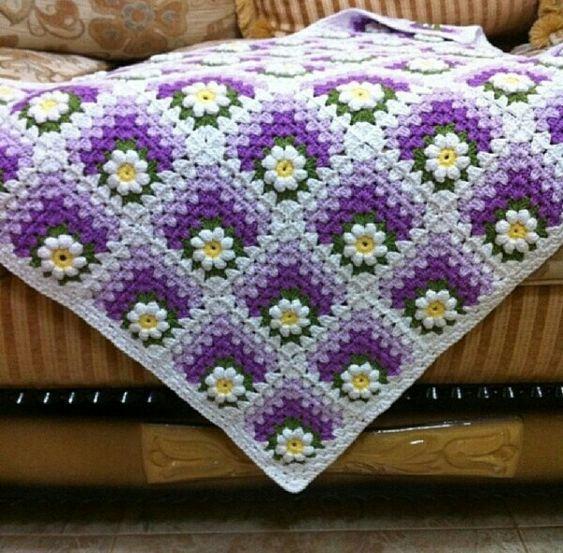Mitred granny square blanket - beautiful color combination #crochet #grannysquare #GrannyThrow #blanket #afghan