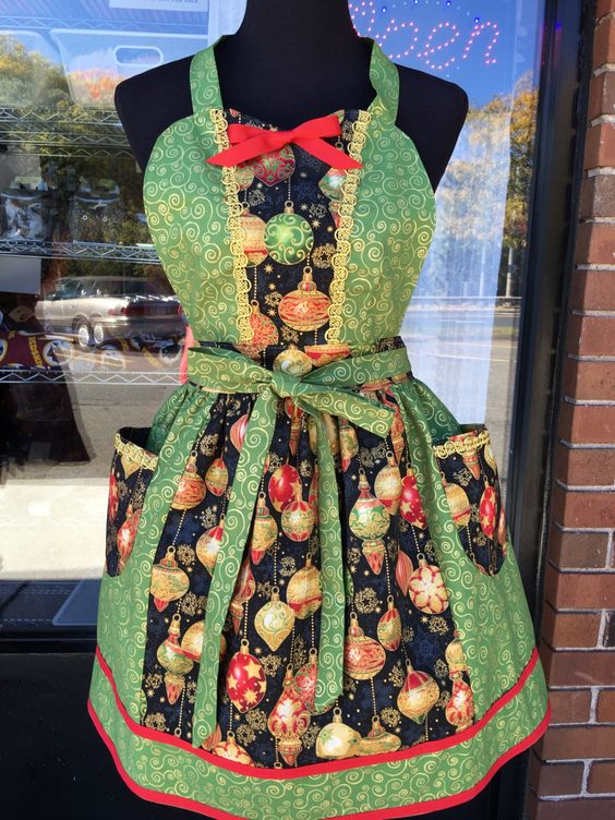 Christmas Ornaments  Apron (412) by MothersApronString on Etsy