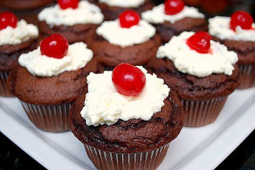 Schwarzwälderkirschtorte - Black Forest Cupcakes