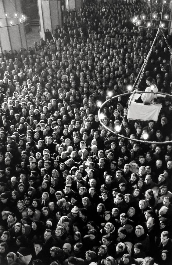 Henri Cartier-Bresson, 1908-2004. Mass, Warsaw, Poland, 1956.
