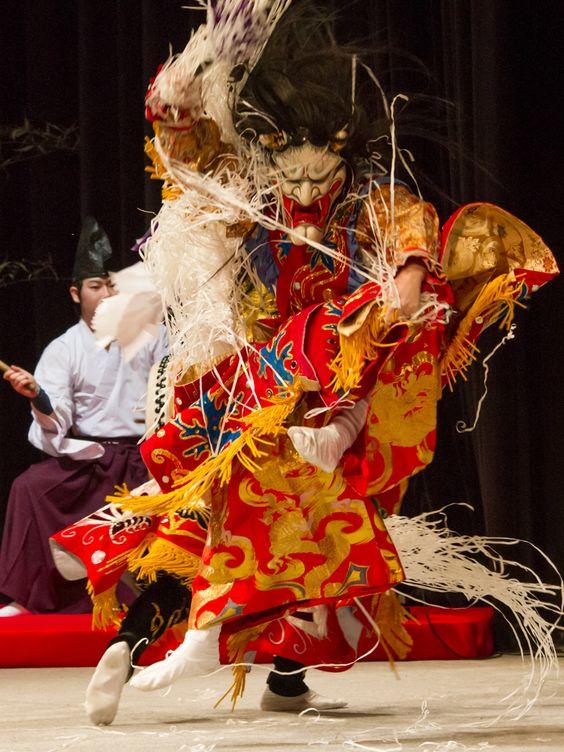 面を被った歌舞伎