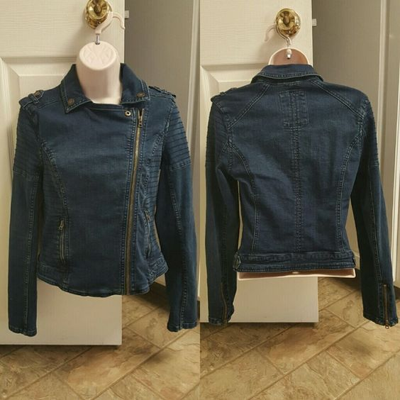 """areropostale Jean jacket Aeropostale moto style Jean jacket. Asymmetrical zipper. 99% cotton / 1% spandex. 28"""" bust / 30"""" waist / 22"""" length. Only worn a few times. Perfect spring or fall jacket!  10% off 2 items or more ➡ bundle & save.  ✔dont want to bundle ➡ make a reasonable offer. ✖items priced $5 or less are firm, unless bun no trades. no PayPal. no holds. Aeropostale Jackets & Coats Jean Jackets"""