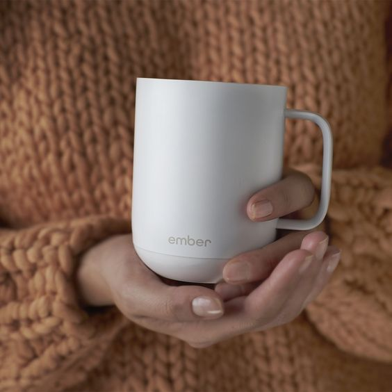A temperature control mug -Weird but actually smart Christmas gifts for guys - Todaywedate.com