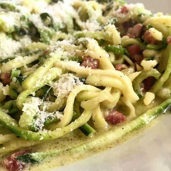 """GENIAL: 5 Minuten """"low-carb"""" Carbonara aus Zucchini Streifen!"""