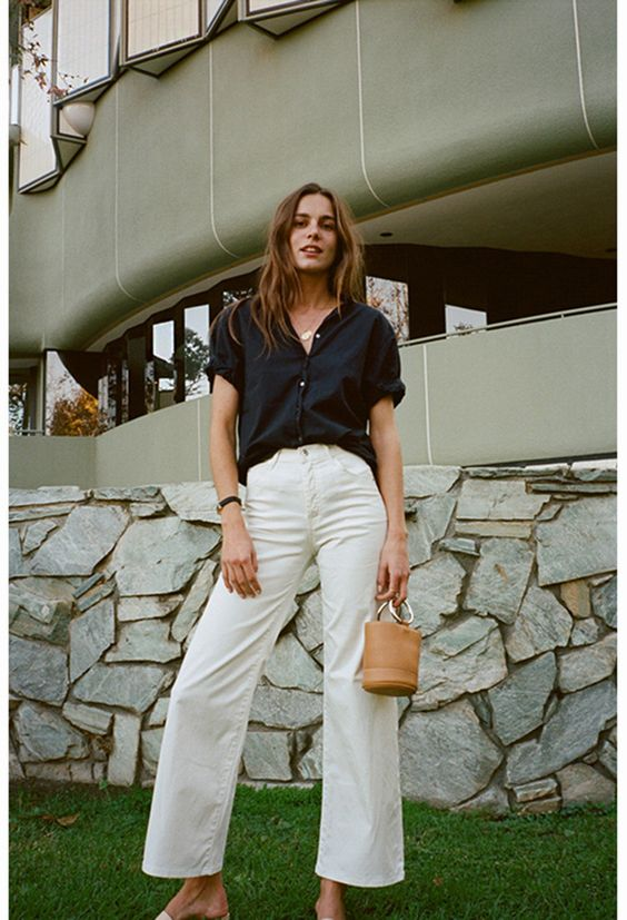 The Eve Denim Charlotte Culotte is a high waisted wide leg jean. Made of brushed cotton twill, it features an exposed button fly. - Materials: 100% cotton - Size: 25 - 29, model wears size 25 - Fit is true to size