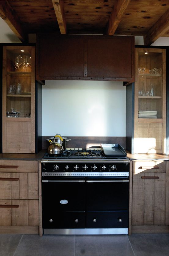 Cuisine atelier ch ne clair bardage acier oxyd iron corten hotte indu - Hotte industrielle cuisine ...