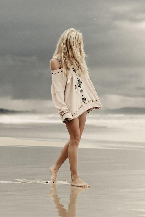 Io e il mare ci raccontiamo di noi. Sussurra la mia anima, risponde il suo fragore...