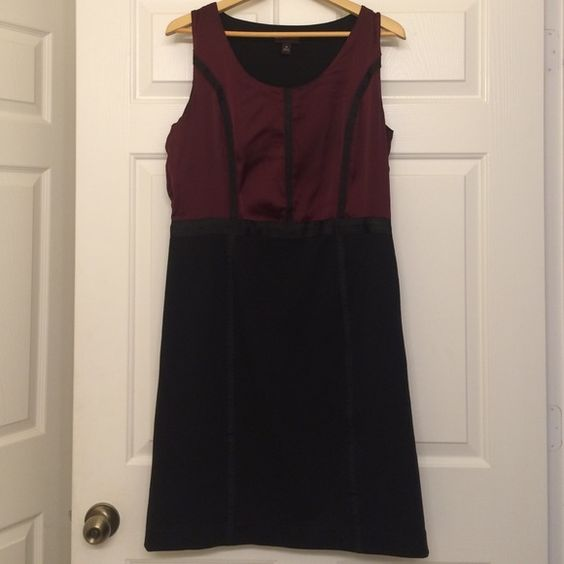 Dana Buchman dress , size 12 the top of the dress is 100% polyster satin, and the skirt is 75% polyster , 22% rayon and 3% spandex. good condition Dana Buchman Dresses Maxi