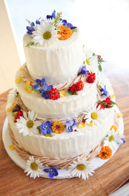 This #wedding cake is of many bright and beautiful colors to coordinate with the wedding decor and bridesmaid's dresses: