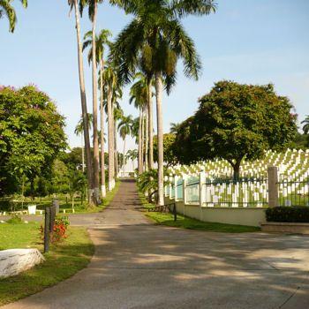 """Le cimetière de Corozal au Panama : situé à l'extrémité du canal de Panama dans le Pacifique, le cimetière de Corozal est une extension officielle de celui de Mount Hope,où étaient enterrés les employés du """"Silver Roll"""". Ces travailleurs appelés """"non-Blancs"""" ont participé à la construction du canal de Panama et du Canal Zone américain. Le cimetière rappelle à la mémoire les vies perdues dans la construction des passages fluviaux des plus emblématiques au monde."""