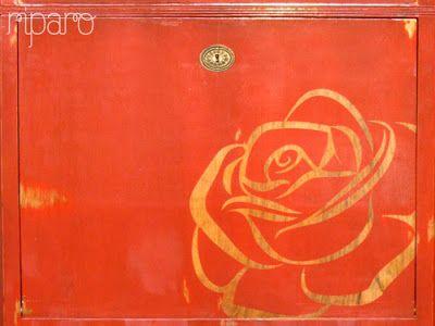stencil: rosa em madeira