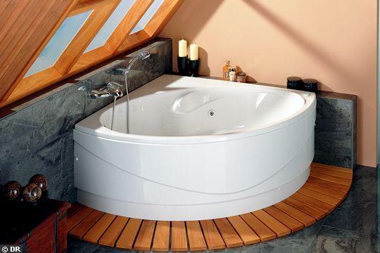 Au coin, la baignoire ! - La nouvelle vague des petites baignoires - CôtéMaison.fr Baignoire d'angle Genova. 120x120 cm