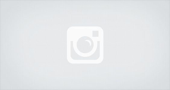 O Grilo Feliz No desenho animado, Grilo Feliz é um dos habitantes de um pequeno povoado de insetos da floresta amazônica. É o sábio da região, sensível e protetor. Músico, toca canções numa viola de casca de amendoim para animar seus amigos da floresta. Também é o líder natural de uma turma que luta contra a destruição do verde e preza a liberdade. O lado mal nesse universo apresenta-se na figura de Maledeto, um lagarto ignorante e ambicioso que não respeita a natureza e ainda por cima…