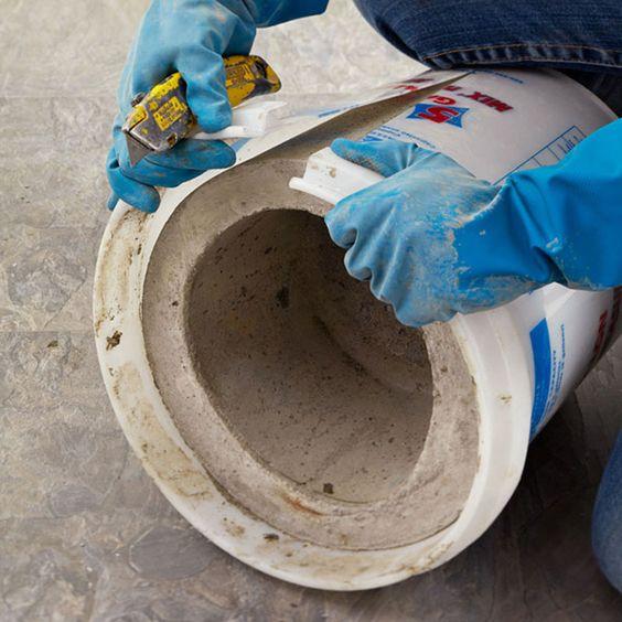 macetero de cemento grande