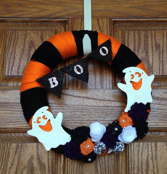 Halloween Yarn Wreath with BOO burlap bunting, Black and Orange Striped Yarn Wreath, Ghost Yarn Wreath, Fall Yarn Wreath, Halloween wreath