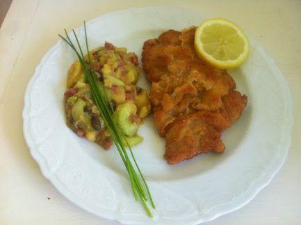 Hallo ihr Lieben, das war lecker!! Wiener Schnitzel mit Kartoffel-Gurken-Salat Hier die Zutaten/das Rezept für 2 Personen: - 2-4 dünne Kalbsschnitzel - 1-2 Eier - 4 EL Schlagsahne - Mehl - Paniermehl - Butterschmalz - 4 Kartoffeln (je nach Größe auch mehr) - 1/2 Salatgurke - 1 Zwiebel - 40 g Schinkenwürfel - Stich Butter - 200 ml Fleischbrühe - 1 Schuss Weißweinssig - 20 ml Sonnenblumenöl - Schnittlauch - 1 TL Senf - 30 g Kürbiskerne Mehr dazu im #frauenforum bei G+