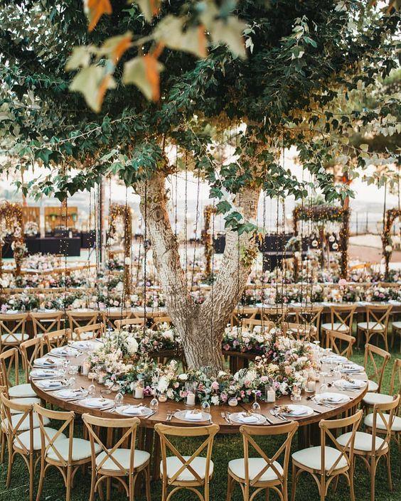Wedding table around tree at the backyard