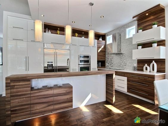 Bungalow contemporain clé en main de plus de 4 800 pi² avec garage