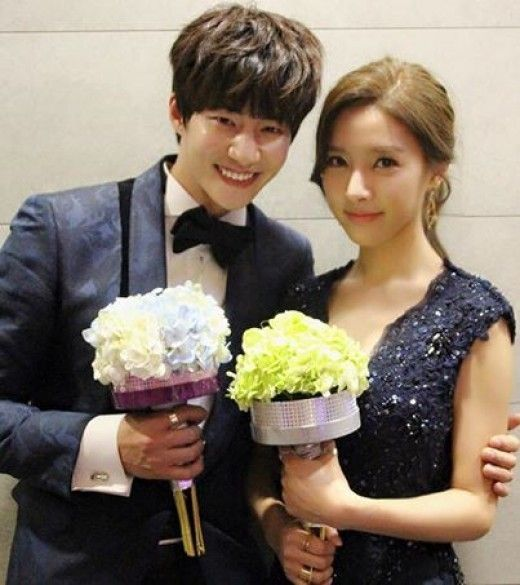 """Model-actor Song Jae Rim, who is currently enjoying a heightened popularity for his appearance on the MBC variety show """"We Got Married,"""" has expressed his gratitude to his fans and on-screen """"wife,"""" actress Kim So Eun, with whom he won the """"Best Couple Award"""" at t...:"""