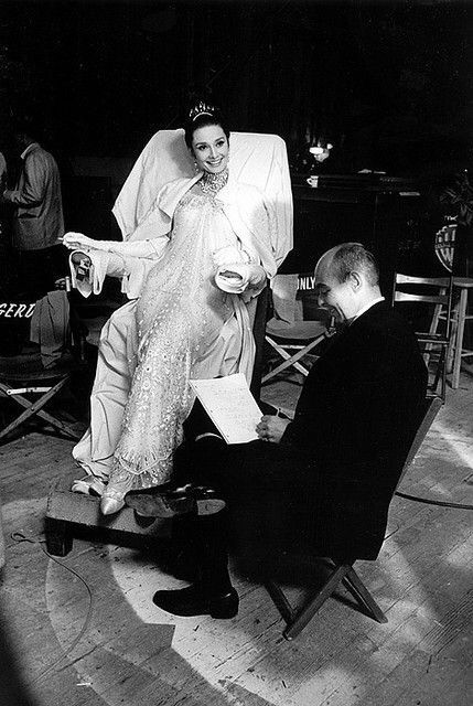 #AudreyHepburn whith the press in the set of #MyFsirLady, 1963.