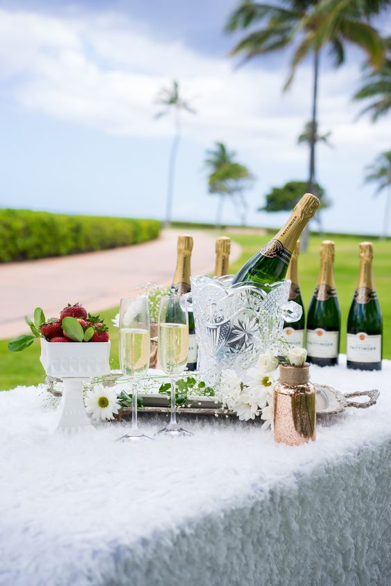 BYOB (as in basket). Throw your own posh picnic, courtesy a little Taittinger Champagne: http://hilxry.com/1IZy8oh | PC: photographer: Shibby Stylee; stylist: Feliz Salas; couture linens courtesy Les Saisons; photo courtesy Dîner en Blanc Honolulu.