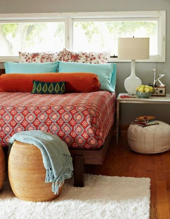 LOVE the blue and orange! My walls are this color, so it'd look perfect in my room. I want that comforter.
