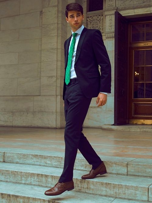 Dark suit, light blue plaid shirt, bold green tie | Envy the Green