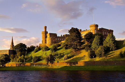 Castillo de Inverness by Jesus Belzunce