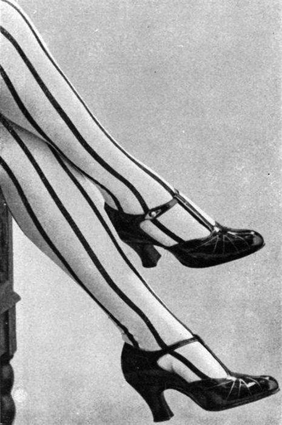 22 Fabulous Vintage Photos of Shoes and Hosiery Fashions from the 1920s