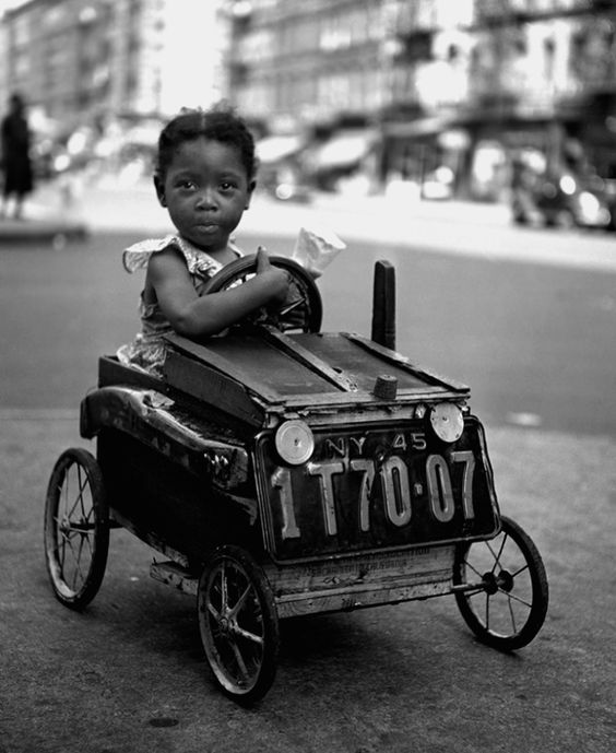 Fred Stein • « Jeune conductrice » • New York City • 1947 > www.fredstein.com: