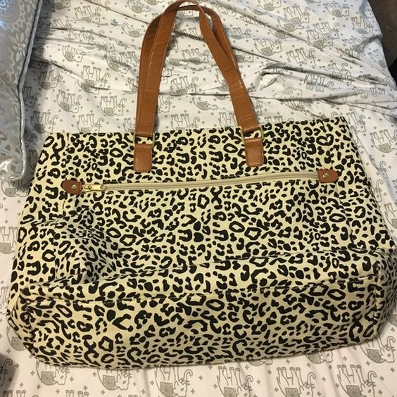 Leopard tote bag Zips closed, faux leather straps and details. Canvas with print. Great condition, straps are a bit wrinkly. Bags Totes