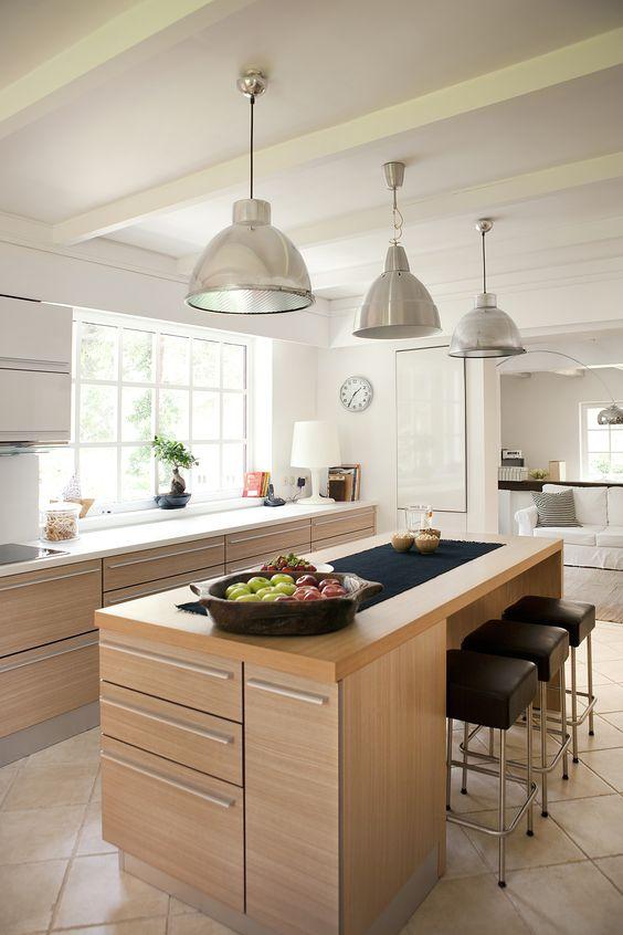 Cocina de dise o moderna de estilo n rdico con madera - Cocinas estilo nordico ...