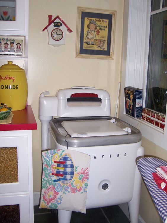 VINTAGE WASH MACHINE--This is just like the one we had when I was young.