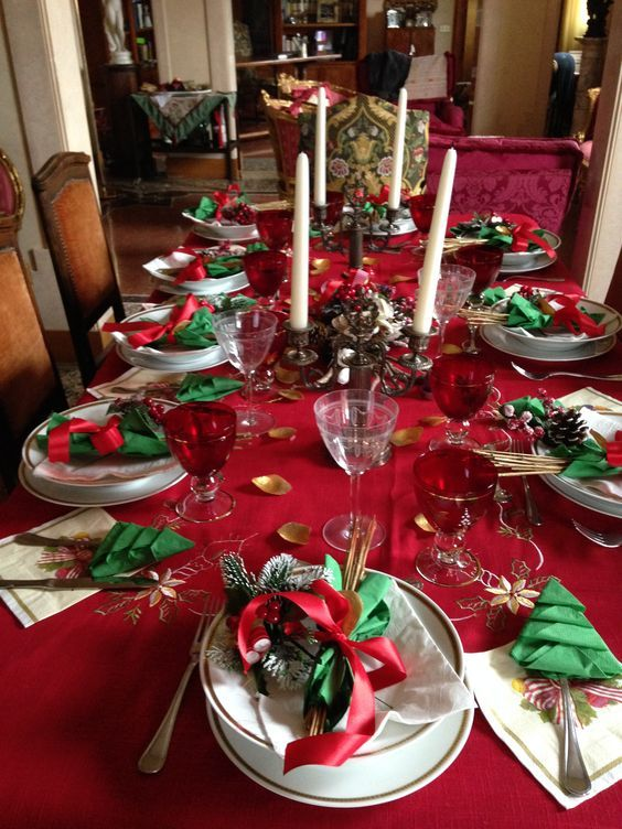 60 Best Christmas Table Decor Ideas For Christmas 2019 Where Traditions Meets Grandeur Christmas Table Decorations Fun Christmas Decorations Christmas Table