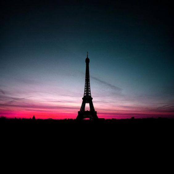 Eiffel Tower - Pink Sky  By Nead Kolor
