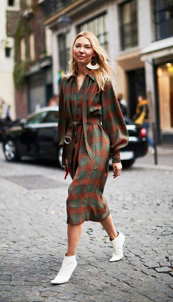 Midi Dress street style fashion / Fashion week #fashionweek #fashion #womensfashion #streetstyle #ootd #style #mididress  / Pinterest: @fromluxewithlove