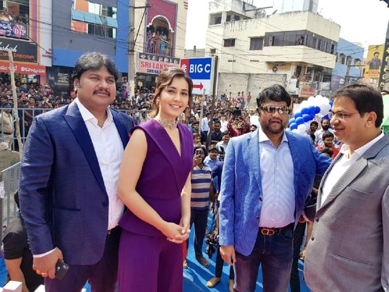 Actress Raashi Khanna Inugurate Big C store in Rajahmundry