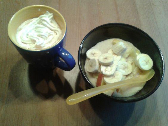 In Jen's Futterküche gab es an ihrem zweiten Vegan Wednesday Grießbrei nebst Apfel-Bananen-Topping und Kaffee mit Sojasahne.... mmhh