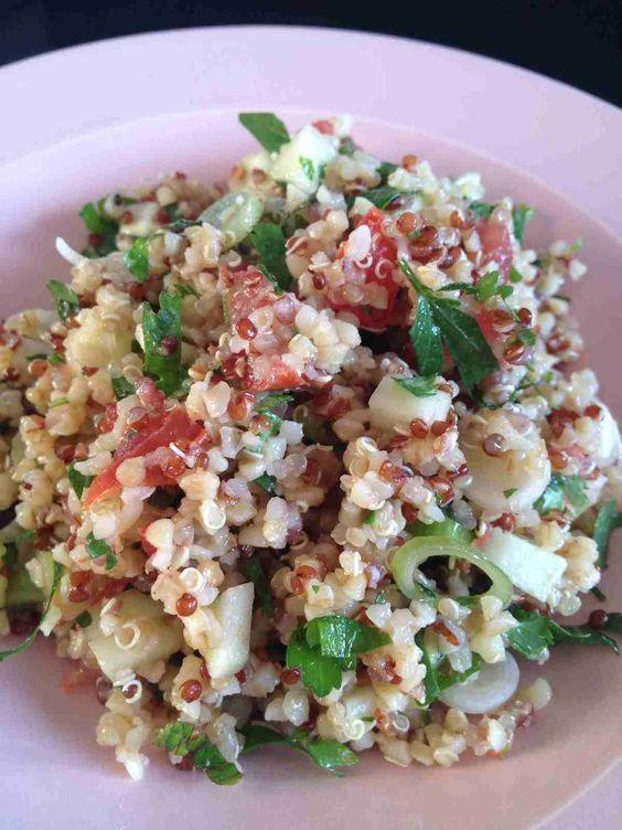 C'est mon amie Céline qui m'a fait découvrir cette salade lors d'une soirée chez elle. Pour changer des salades de pâtes, de riz ... Pour 4 pers 4 pp /pers (weight watchers) - 150 g de mélange quinoa / boulgour - 1/2 botte de coriandre -1/2 botte de persil...
