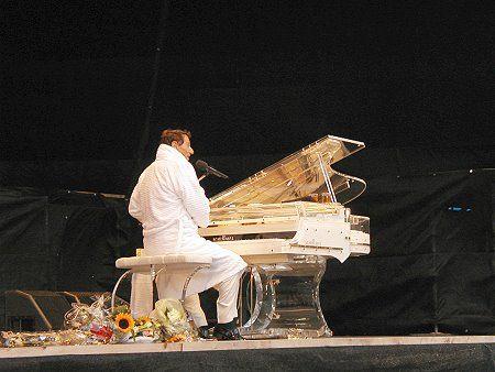 Beim heutigen Konzert handelte es sich daher vermutlich um das bisher längste Bademantel-Finale überhaupt.
