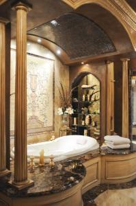 master bath - Interior designer : Luis A Hoz de Vila, MKBA, LA Signature (Philadelphia, PA)