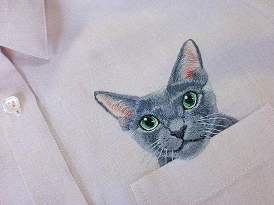 chemise en lin brodée à la main avec des chats