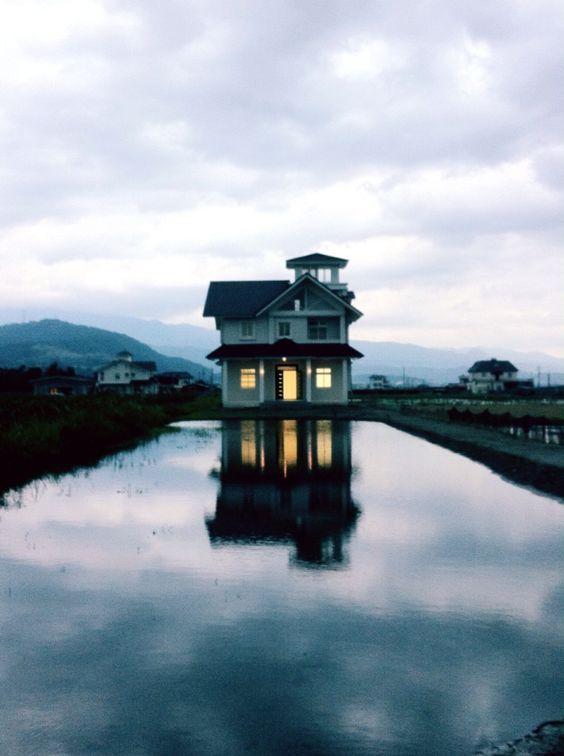 A house. ( #house / #reflection / #ilan / #yilan / #taiwan / #yuanshan / #2014 / #房子 / #房舍 / #反射 / #宜蘭 / #臺灣 / #台灣 / #台湾 / #員山 )