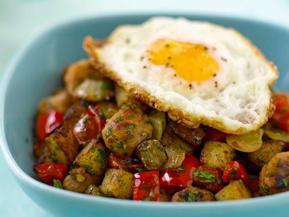 Aardappelen met worst en spiegelei - Libelle Lekker!