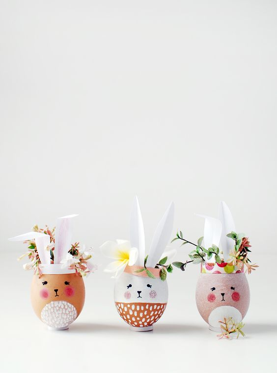 Easter craft ideas. Make mini Easter Bunny vases and planters from eggshells. So adorable and fun to make. Perfect Easter decorations or gifts.: