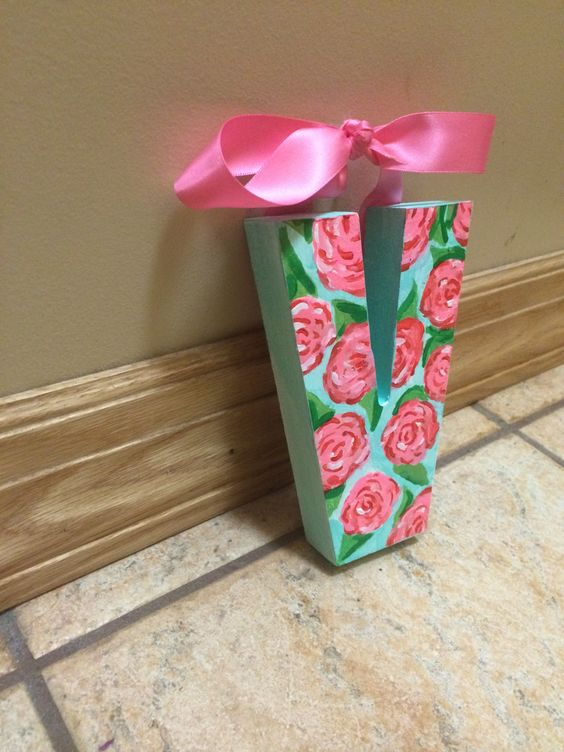 lily pulitzer inspired wall decor :)