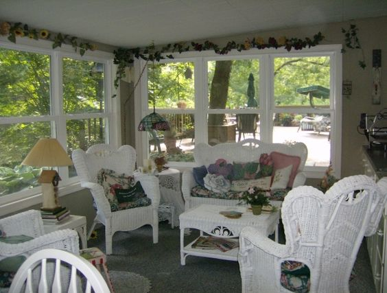 Closed in porch ideas back porch porche designs Cottage porch decorating ideas